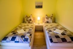 Das kleine Schlafzimmer mit den Einzelbetten